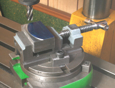 Rotary Table fitted with a small toolmakers' vice.