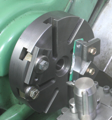 Four Jaw Chuck Alternative Using